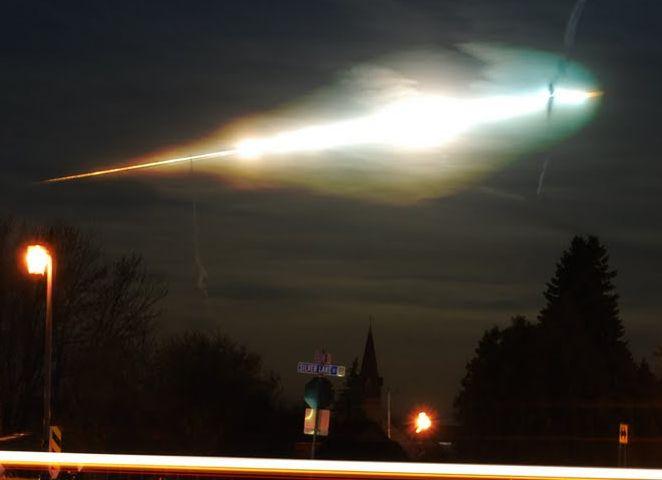Scia luminosa avvistata in cielo da nord a sud: ufo o meteorite