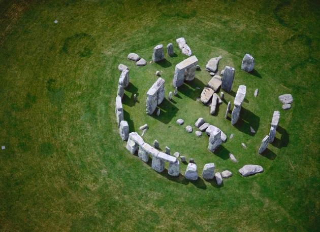 Il complesso megalitico di Stonehenge, datato 2800-1500 a.C. Ora nuove scoperte inducono a ritenere che sia molto più antico.|JASON HAWKES/CORBIS