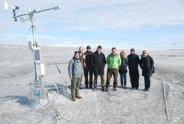 Un'immagine della spedizione che ha misurato il fenomeno della neve nera al Polo Nord