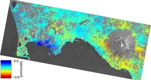 Le immagini radar dei Campi Flegrei riprese dai satelliti Sentinel dell'Esa( fonte: Copernicus data (2015)/ESA/DLR Microwaves and Radar Institute/INGV/e-GEOS/GFZ–SEOM INSARAP study)