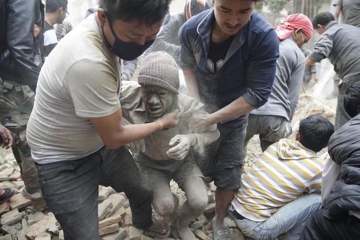 Forte terremoto in Nepal, palazzi caduti nella capitale