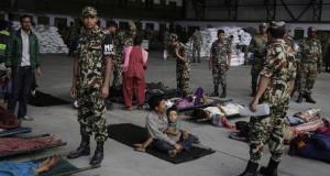 Terremoto in Nepal: oltre 4.000 vittime. Morti 4 italiani, 40 sono irreperibili. Nuove scosse