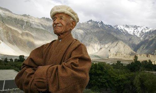 Un membro del popolo Hunza dell'Himalaya