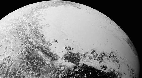 Plutone visto da New Horizons in una immagine di sintesi da 1.800 km di distanza (Fonte: NASA)