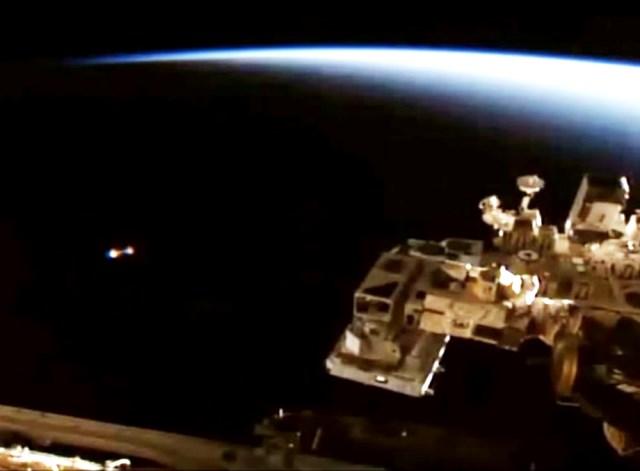 UFO-NASA-ISS1105
