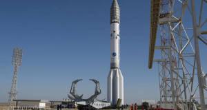 Tutto pronto per il lancio di ExoMars, il razzo Proton sulla rampa nella base di Baikonur (fonte: ESA–Stephane Corvaja)